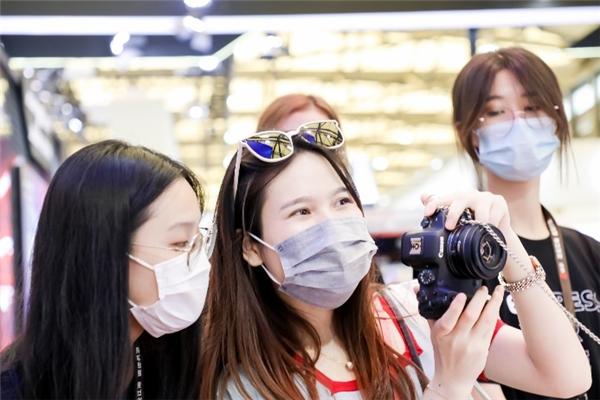 佳能亮相2021 ChinaJoy发布潮拍相机PowerShot ZOOM-C3动漫网